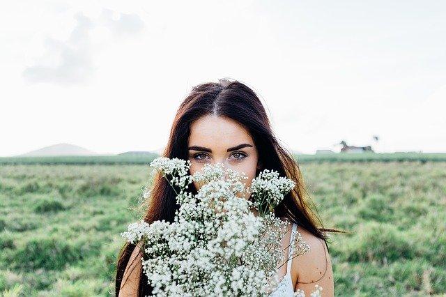 10 consejos sobre cómo hacer que una mujer se sienta hermosa por dentro y por fuera