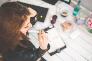 Señales de atracción en el trabajo: ¿le gustas a tu compañero de trabajo?